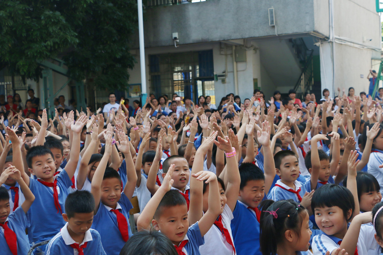 中安信业走进新南小学,共度快乐童年!